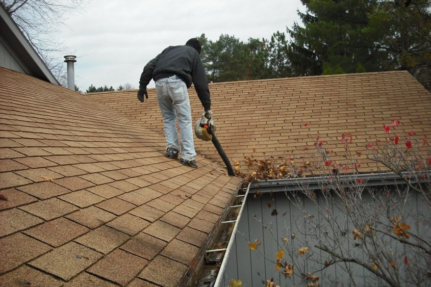 gutter-cleaning-in-area